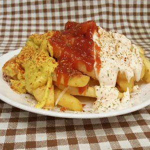 Πατάτες τηγανητές με σως, ketchup & μουστάρδα