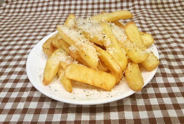 Πατάτες τηγανητές με παρμεζάνα