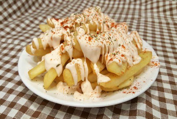 Πατάτες τηγανητές με σως